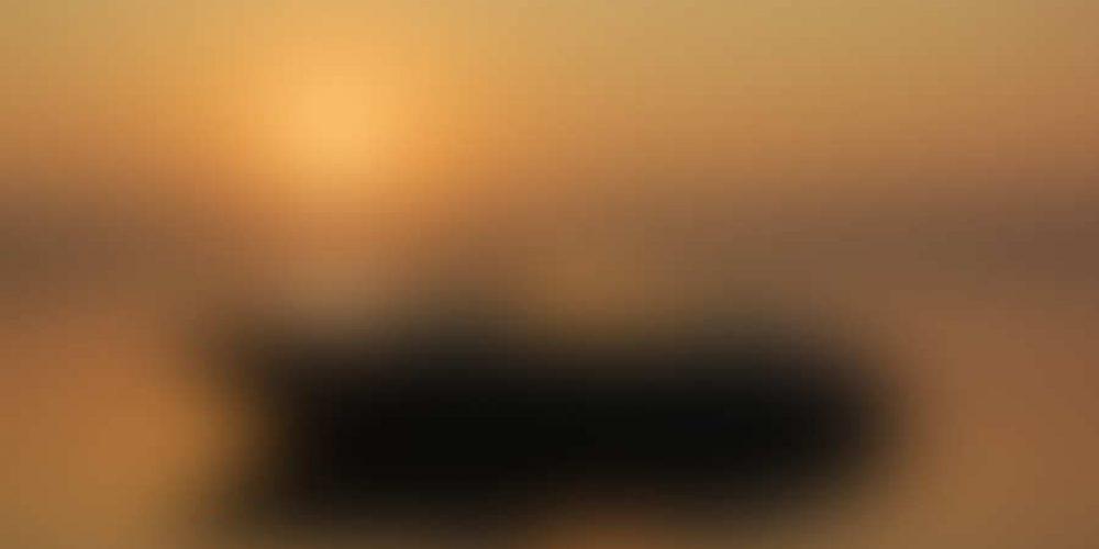 https://sunsetinn.ca/wp-content/uploads/2014/03/bigstock-Boating-at-Sunrise-8913337.jpg